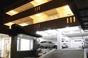 Tempat Parkir Mobil_1